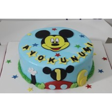 Round Mickey mouse cake